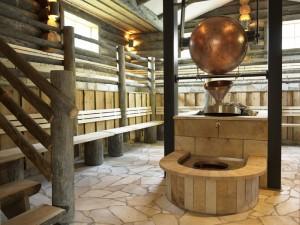 Keski-Euroopan löylytekniikkaa saunassa: mekaanisesti nouseva vesisammio. Kuva (c) Aqua Dome.