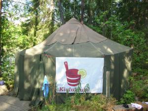 Kiuluklubi saunoi 2006 Kuusaankoskella telttasaunassa, jossa oli kaksi jatkuvalämmitteistä kiuasta.