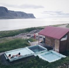 Kuumassa kylvyssä loikoillessa kelpasi katsella kaunista vuonomaisemaa. Kuva Availan kotialbumista.